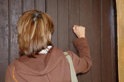 Frapper à la porte de l'Eglise. Entrée en catéchuménat. Demande de se préparer au baptême